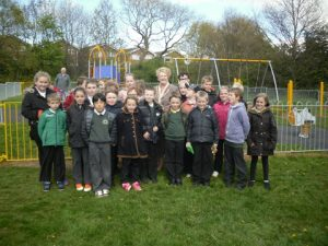 Broompark play area launch 18 May 2015 Chairman & children from Silver Trees Primary